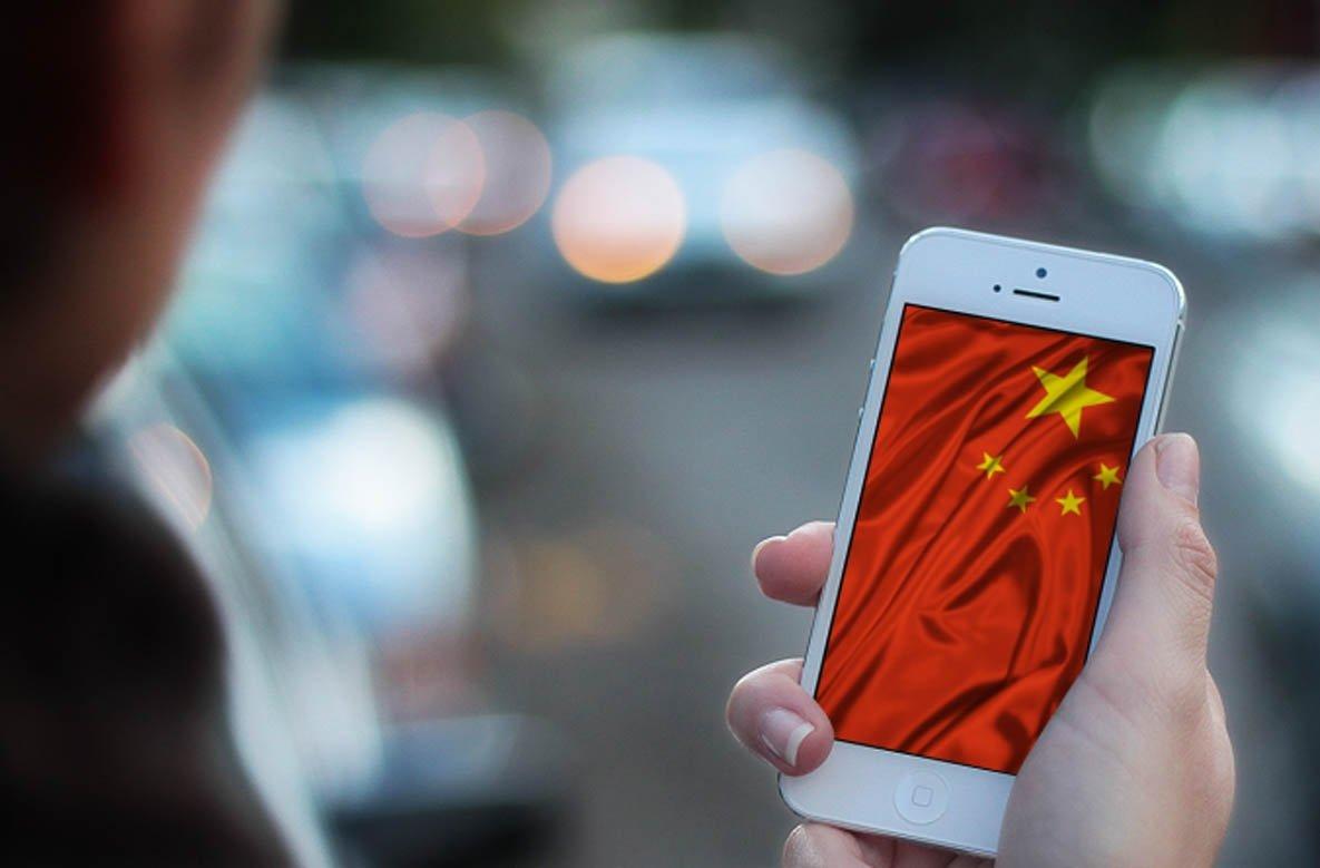 smartphone com bandeira da china no ecrã