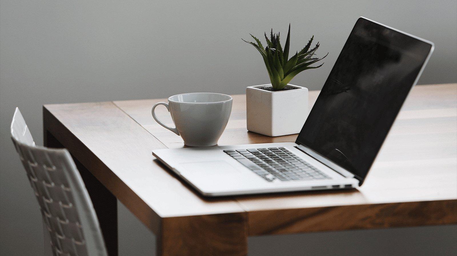 portátil sobre uma mesa