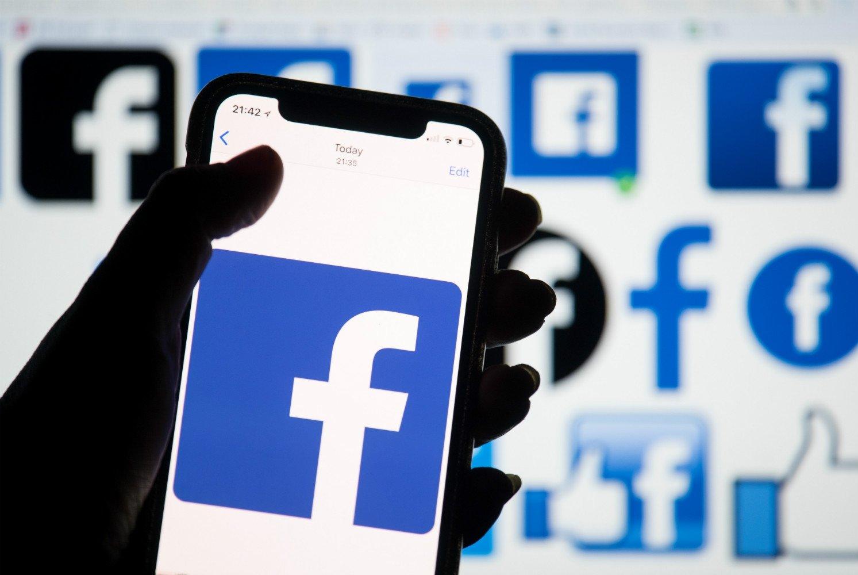 Facebook sobre smartphone