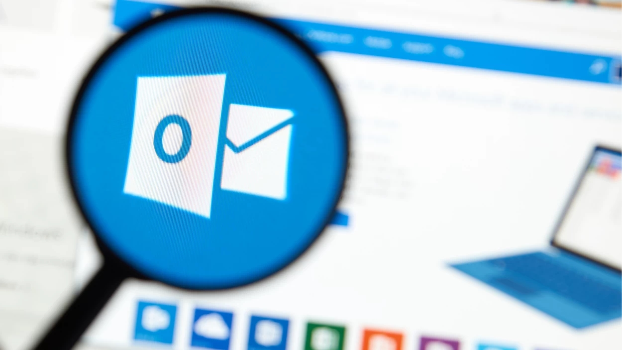 email do outlook sobre lupa