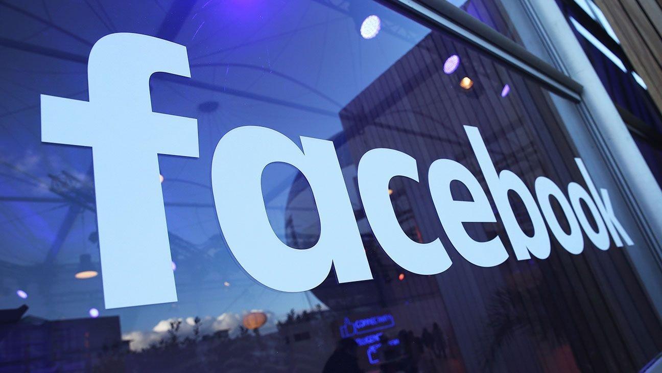 facebook logo sobre vidro