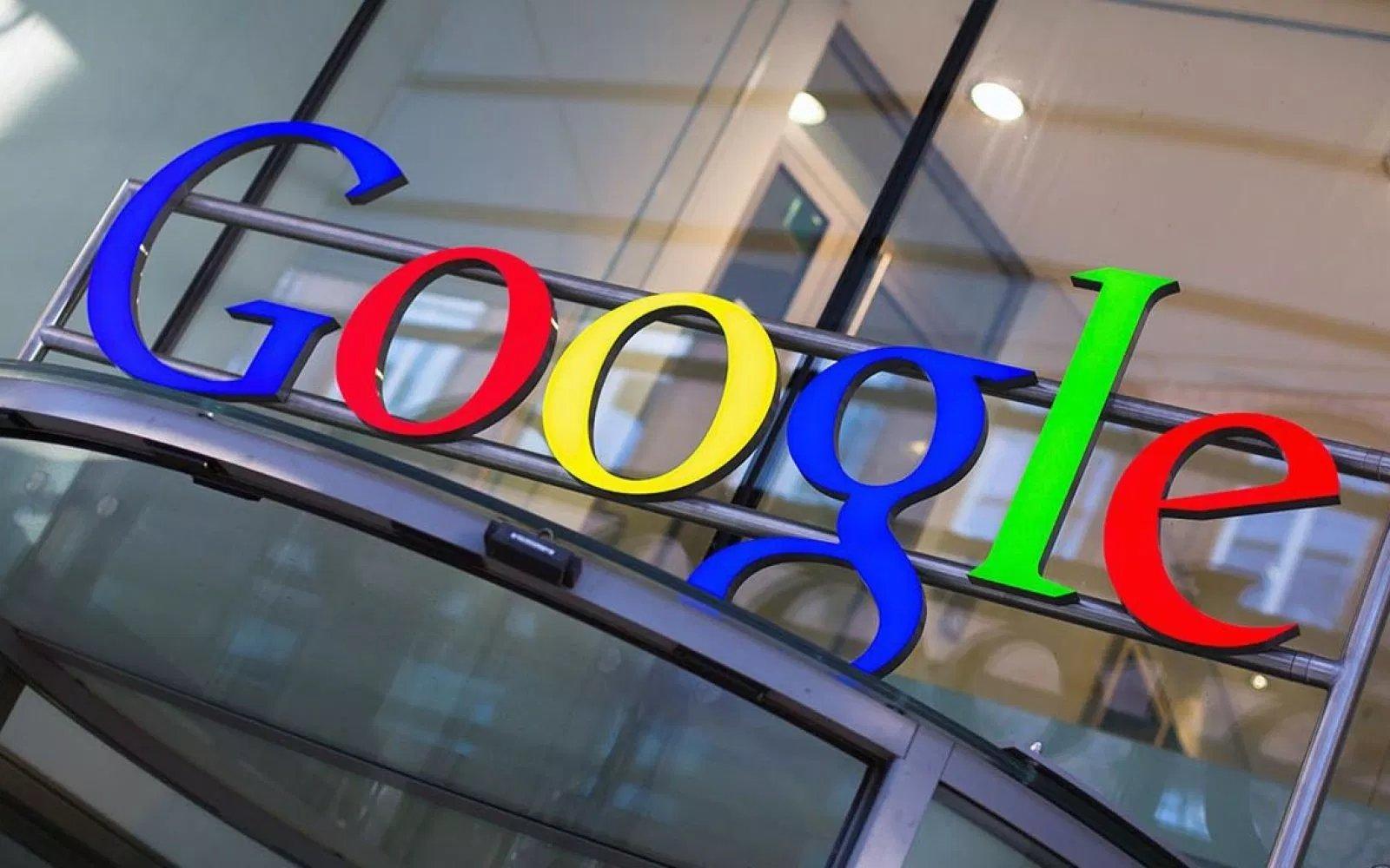 Google logo sobre sede da empresa