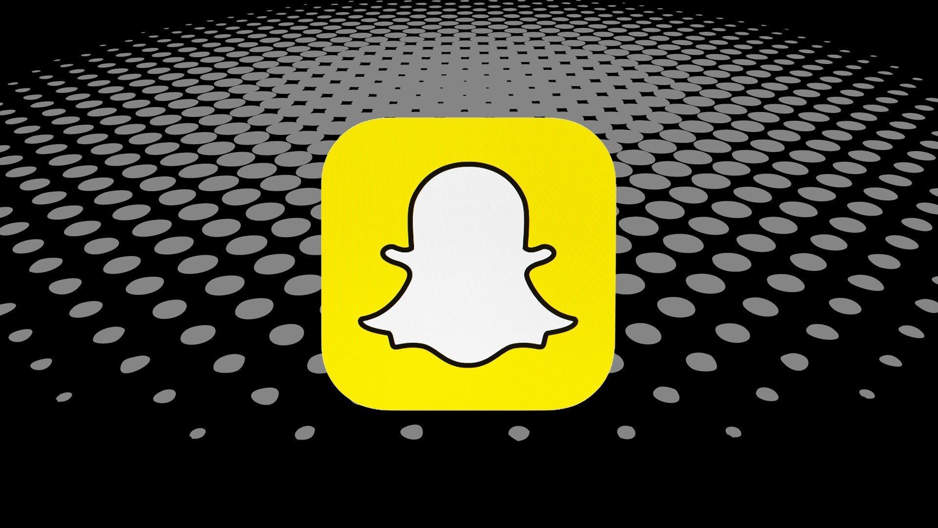 snapchat logo sobre fundo preto