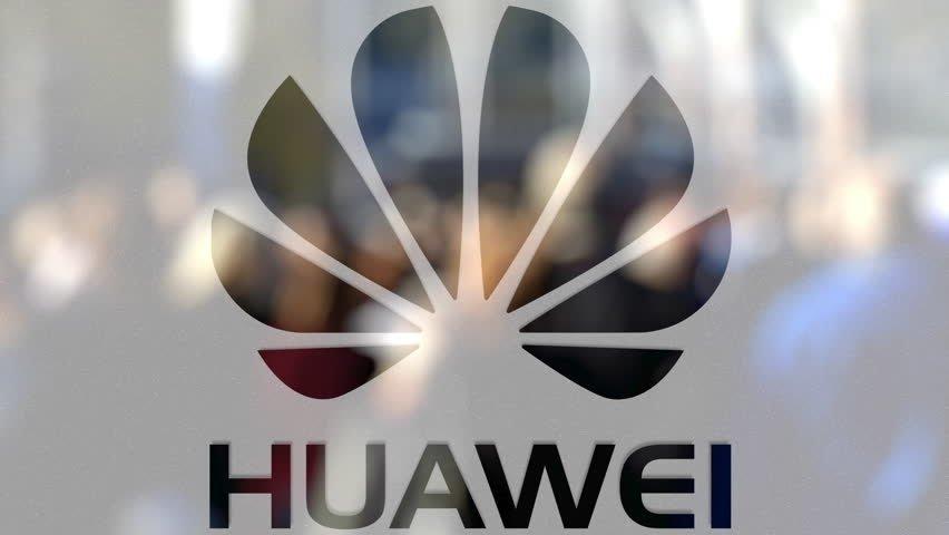 Huawei logo sobre vidro
