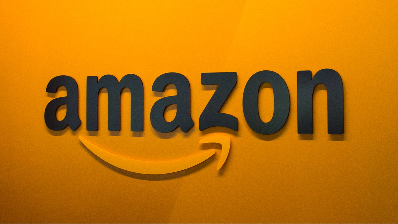 Amazon logo em parede