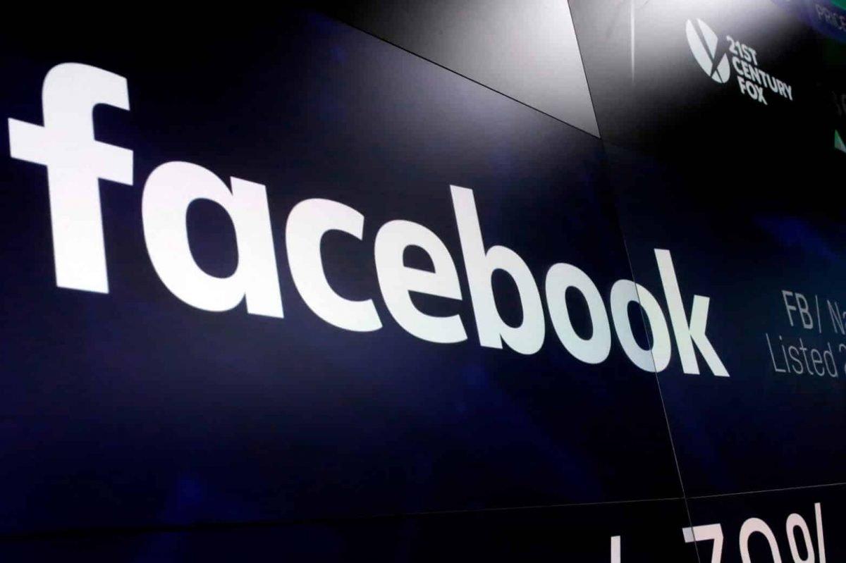 facebook logo sobre parede