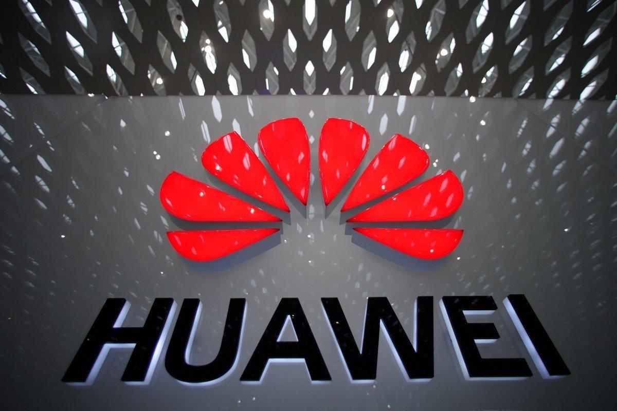 Huawei logo em edificio