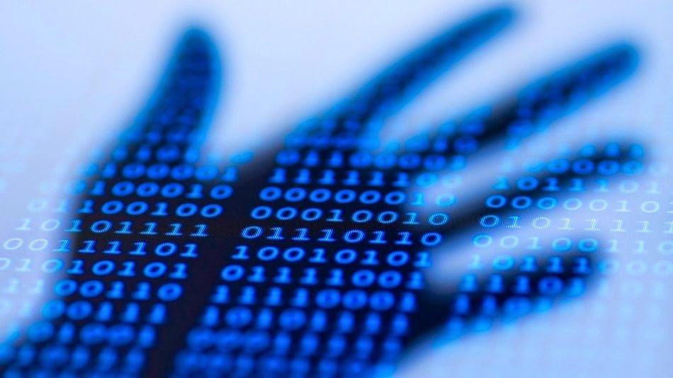 malware mão sobre código malicioso