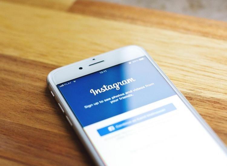 Instagram app smartphone