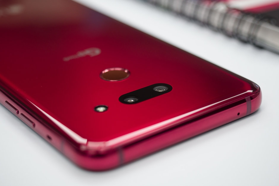 LG smartphone G8