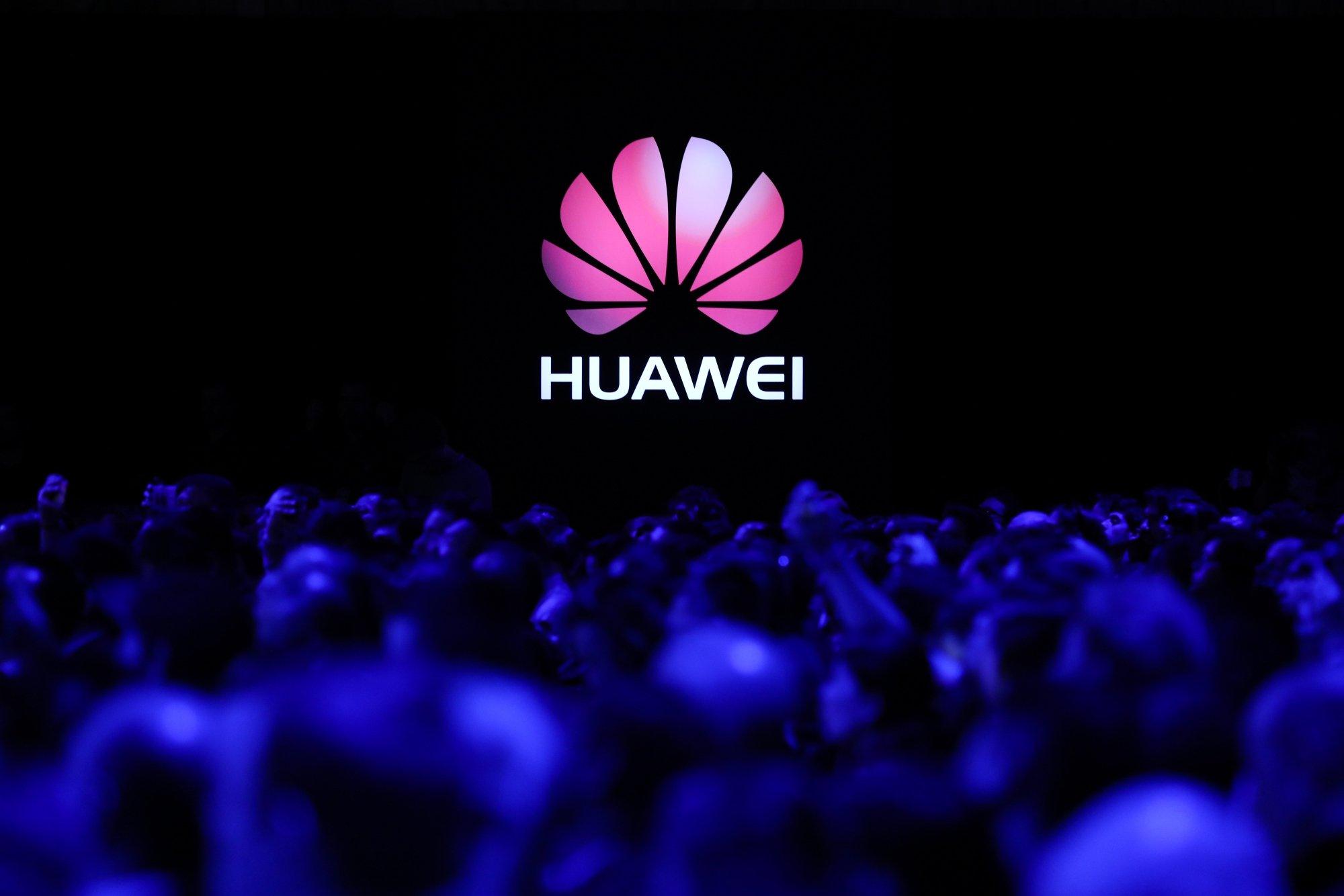 logotipo da Huawei em evento