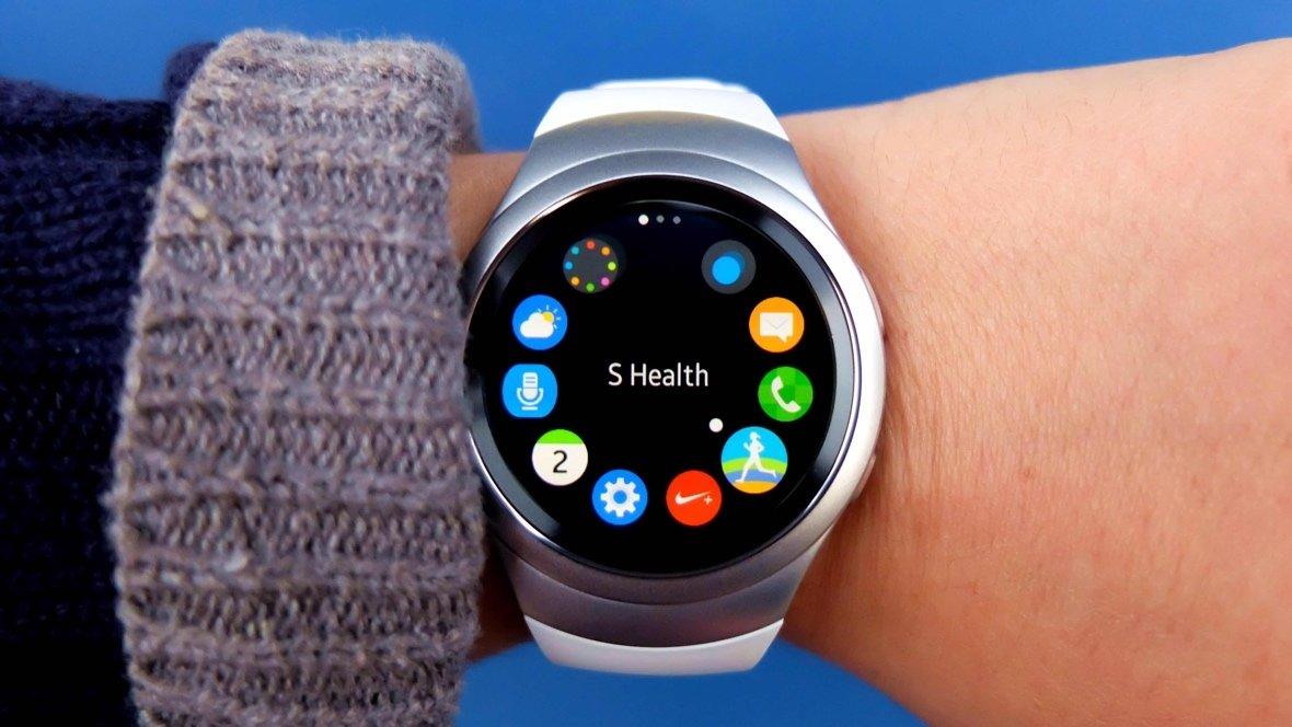 Samsung Gear S2 no braço dos utilizadores