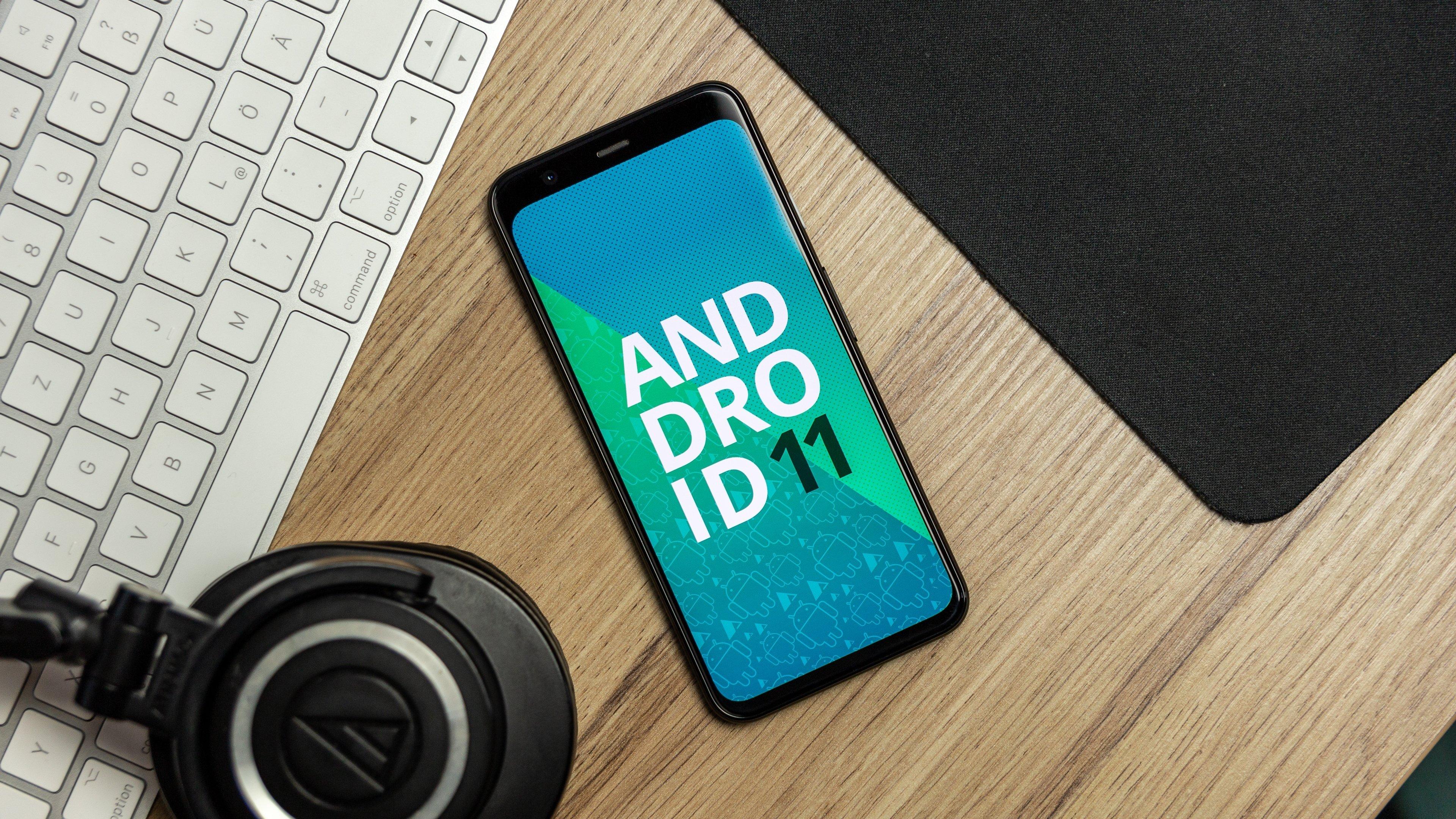 android 11 sobre um smartphone da Google