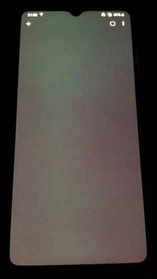 exemplo de mancha no ecrã do OnePlus 7t