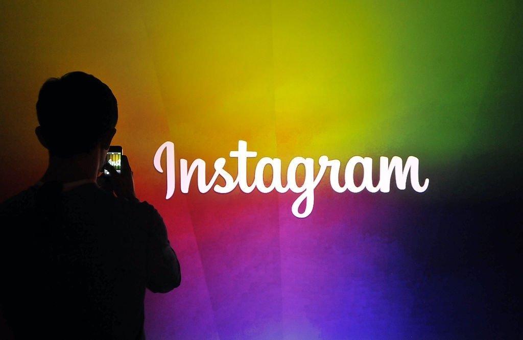 logo do Instagram em parede