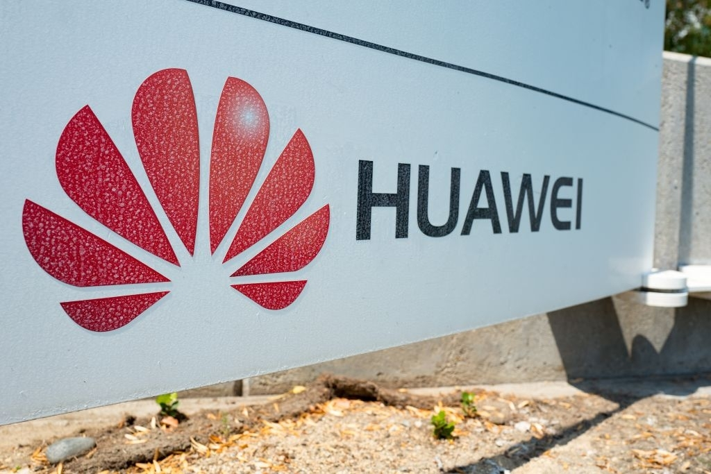 logo da Huawei em sede da empresa