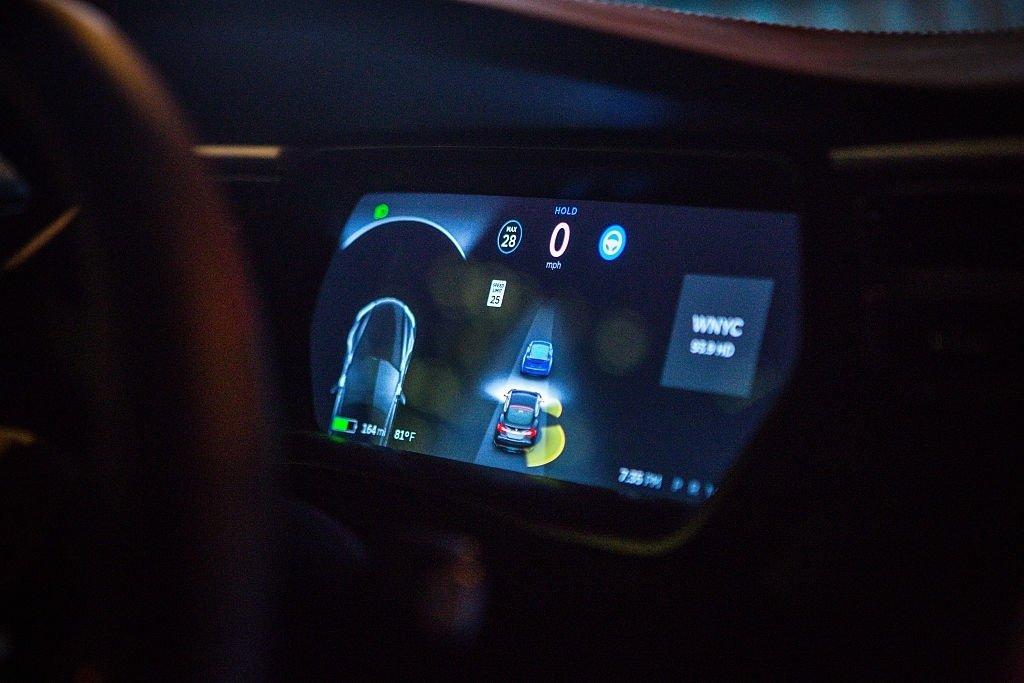 Tesla veículo monitor interno