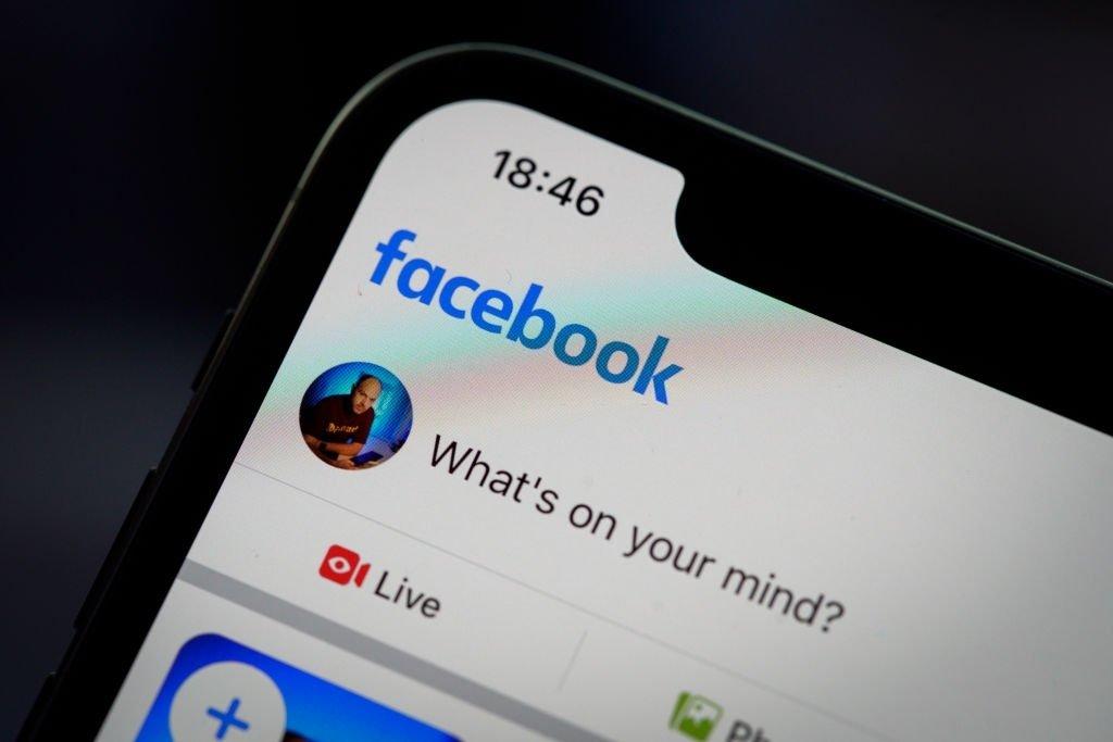 Facebook sobre smartphone app