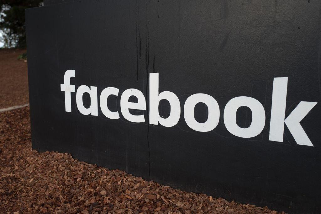 Facebook sede placa