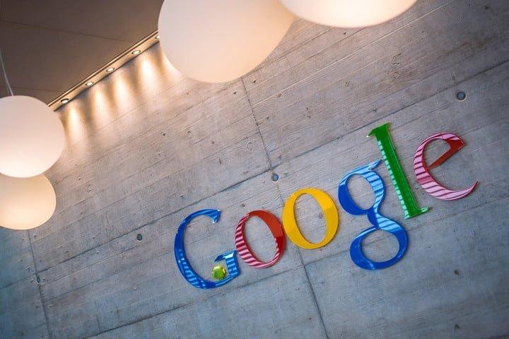 Google logo em parede