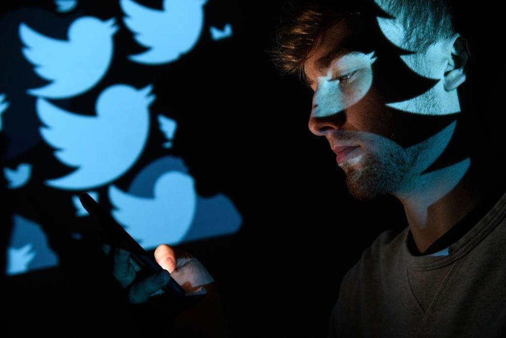 Twitter sobre cara do utilizador