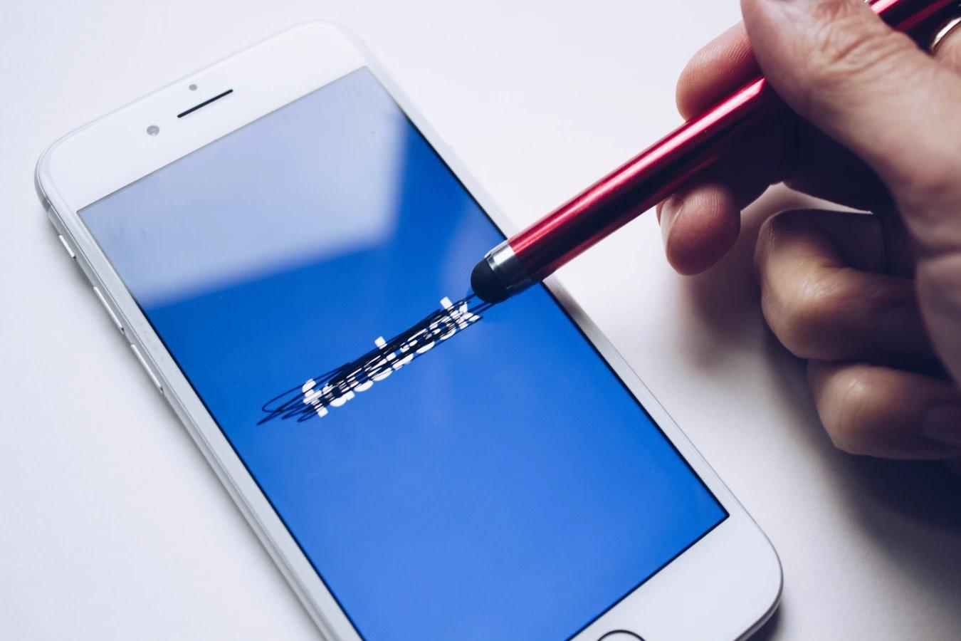 Facebook smartphone apagado