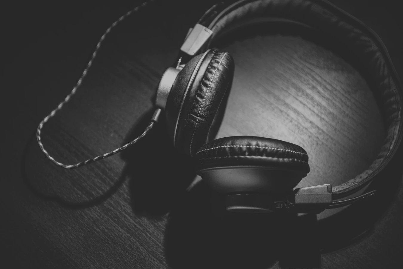 Headphones com cabo