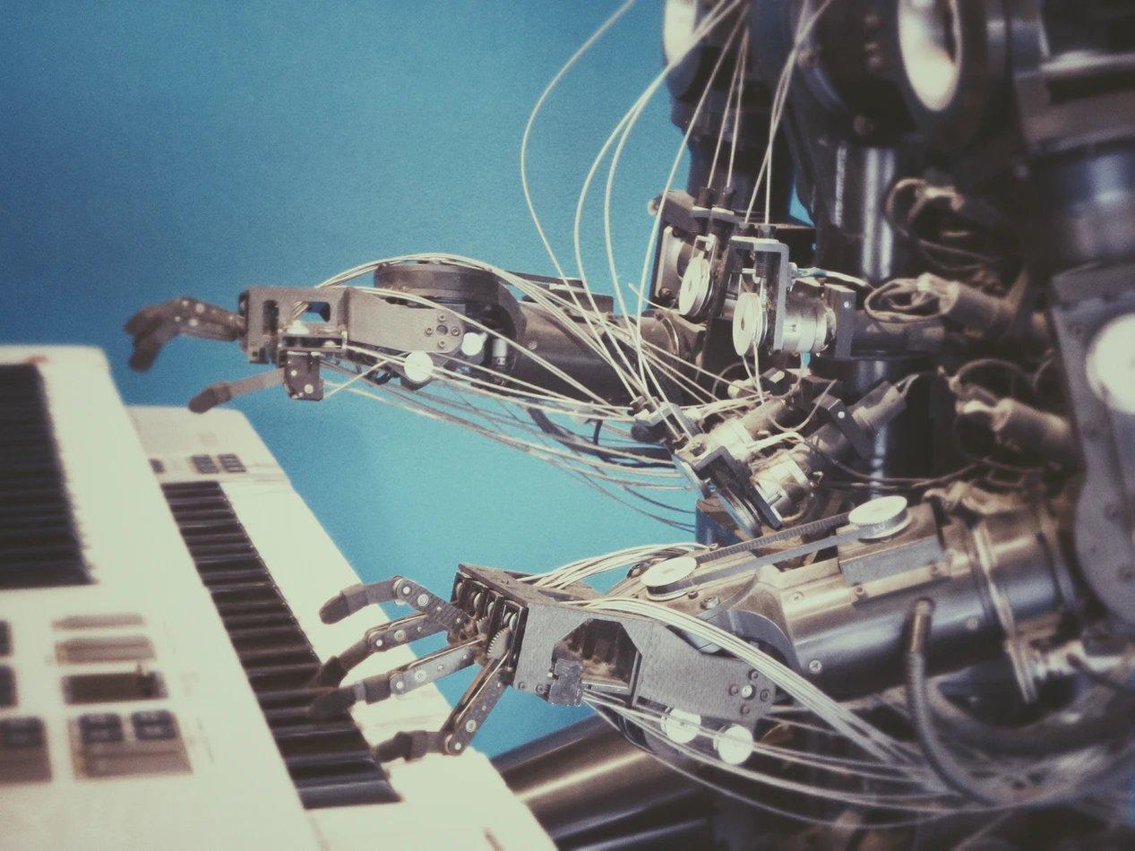 robot a tocar piano