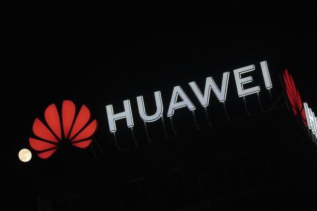 Huawei logo em edificio da empresa