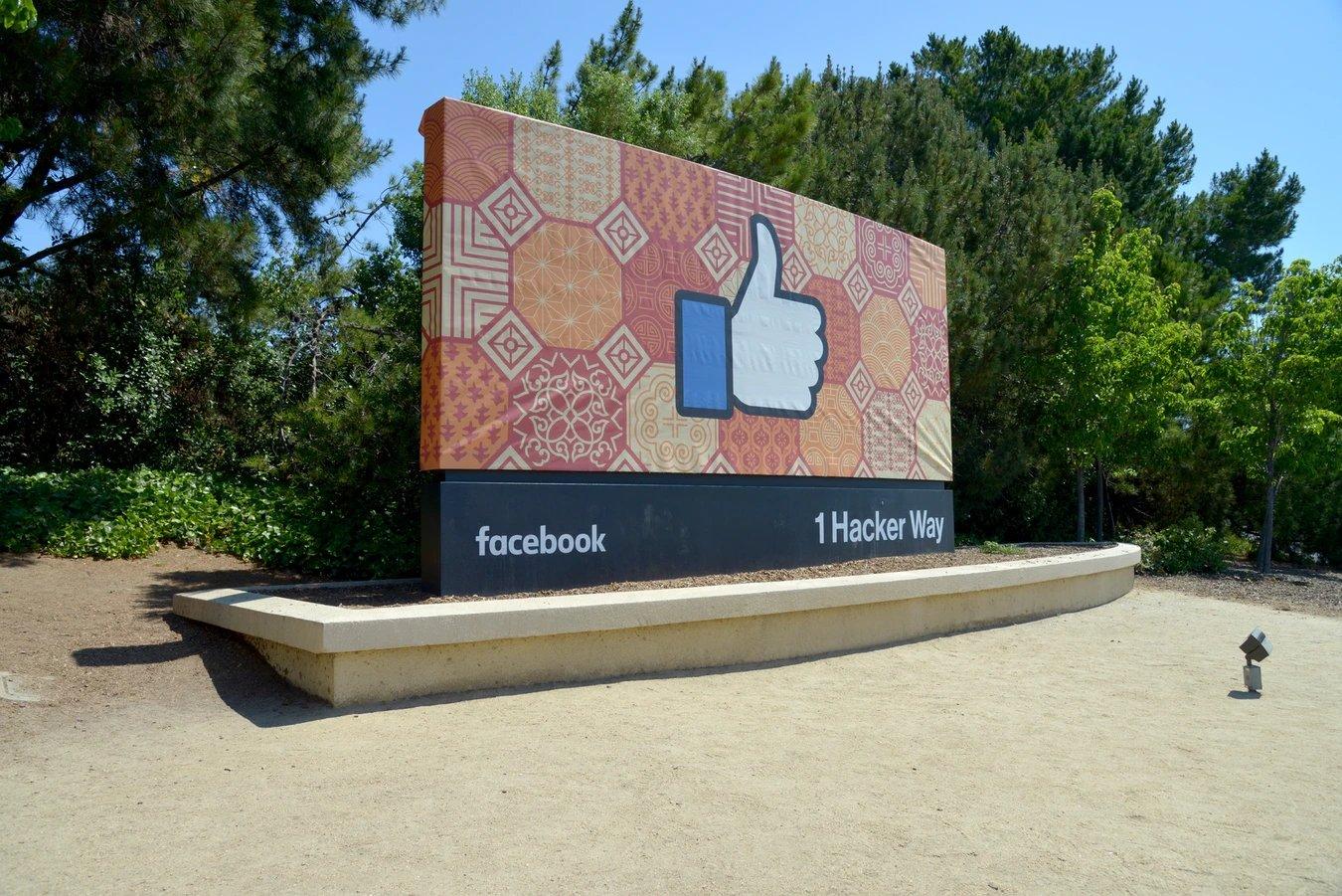 Facebook placa sede rede social