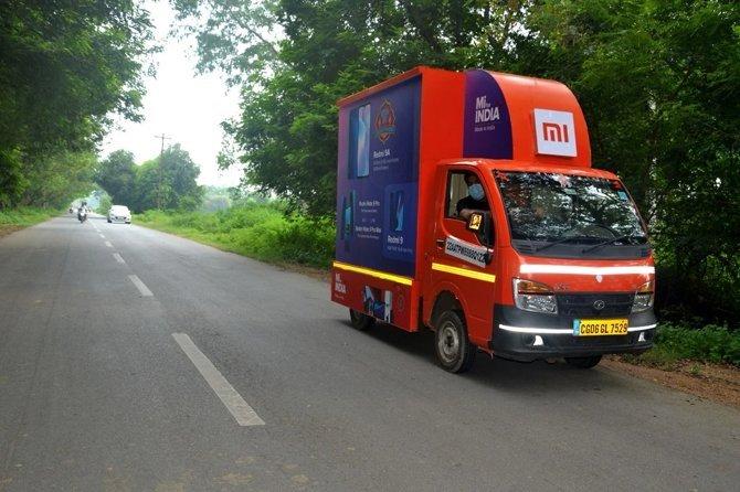 Mi Store on wheels