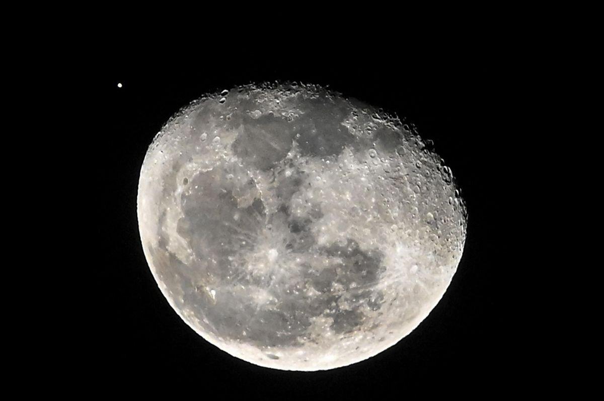 Lua satelite da terra