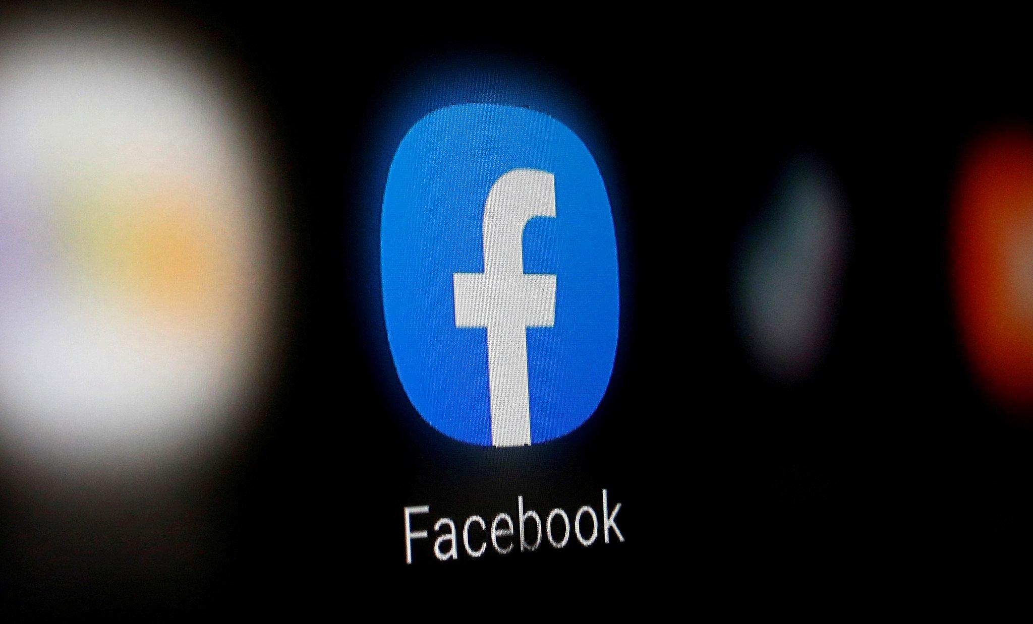 Facebook app ícone em smartphone