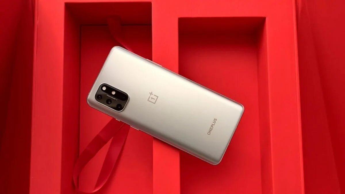 OnePlus smartphone linha 8