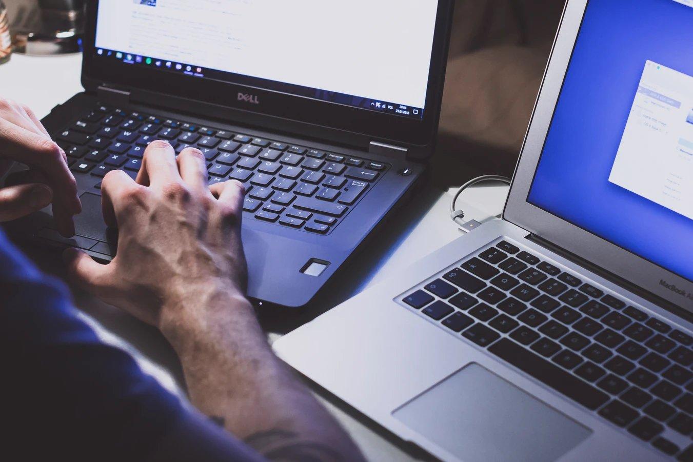 computadores portáteis em uso