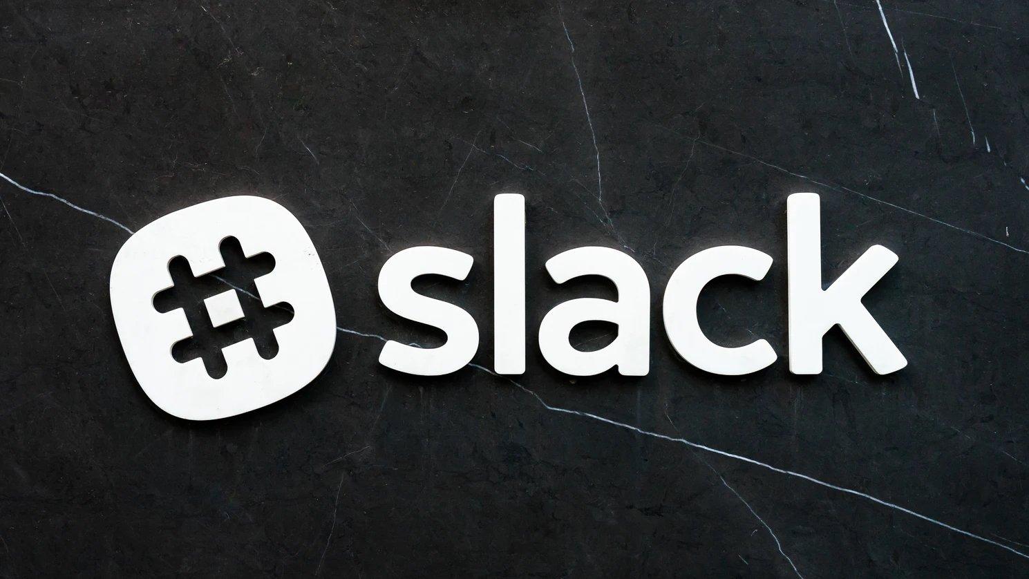 Slack logo parede