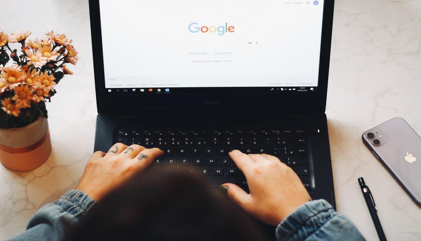Google pesquisa em computador