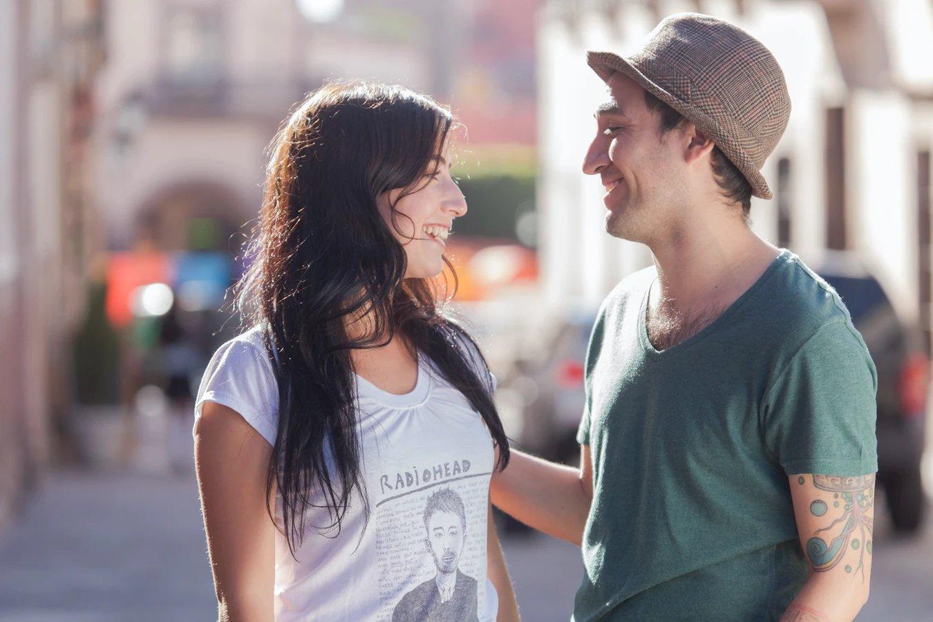 casal à conversa