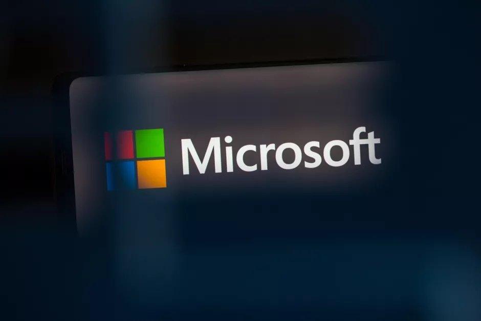 Microsoft logo sobre vidro
