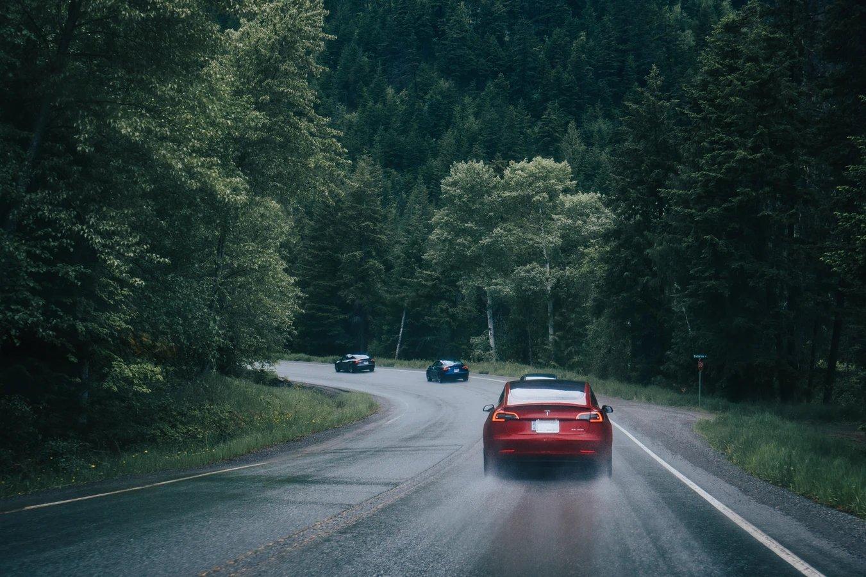 Tesla veículos na estrada