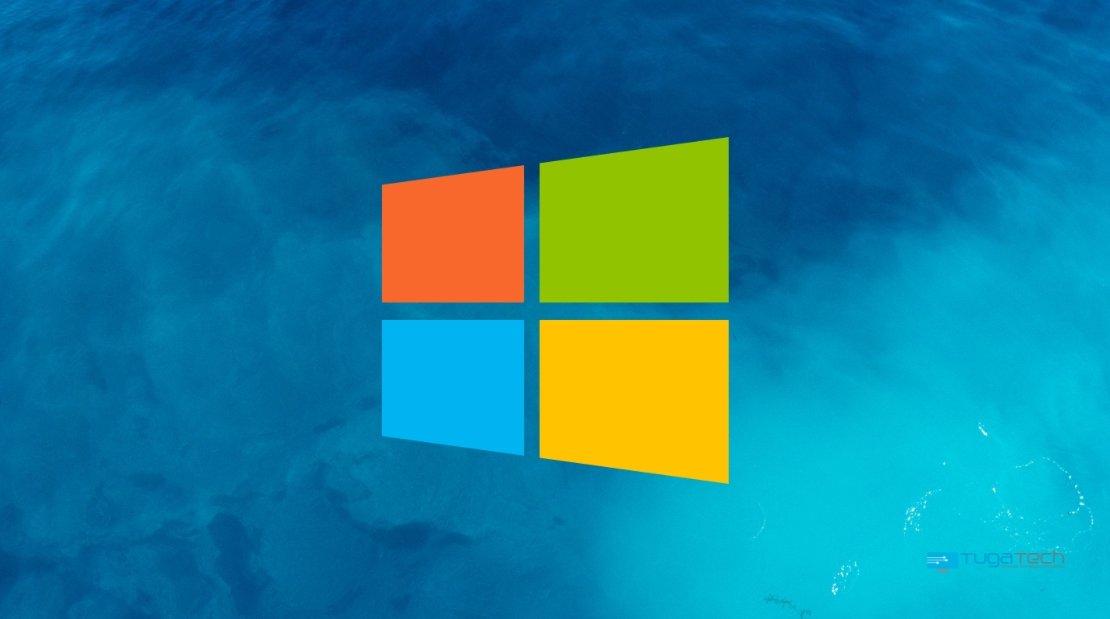 Windows 10 logo sobre mar