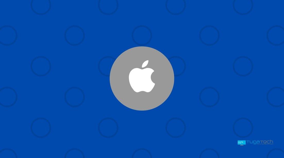 Apple logo sobre fundo azul