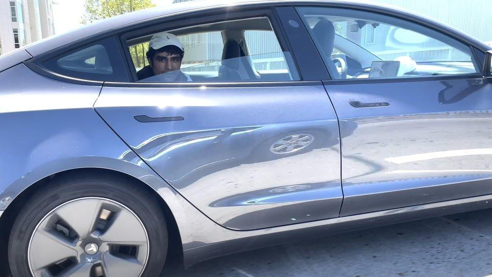 Tesla veículo sem condutor