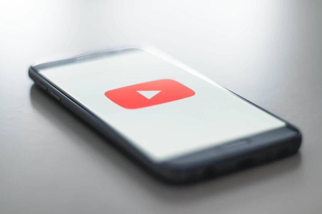 YouTube smartphone