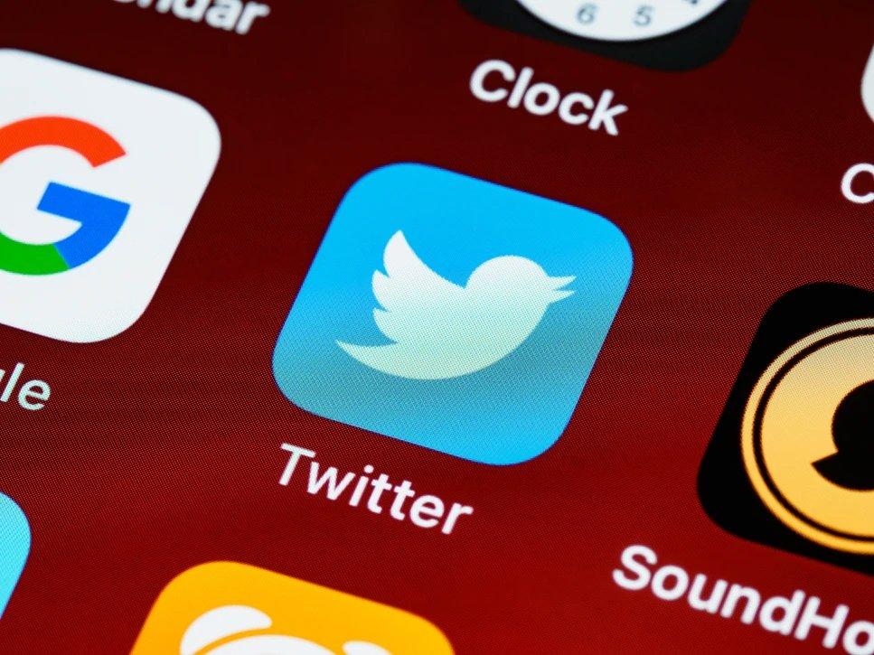 Twitter app smartphone