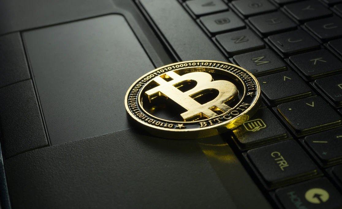 Bitcoin sobre um computador