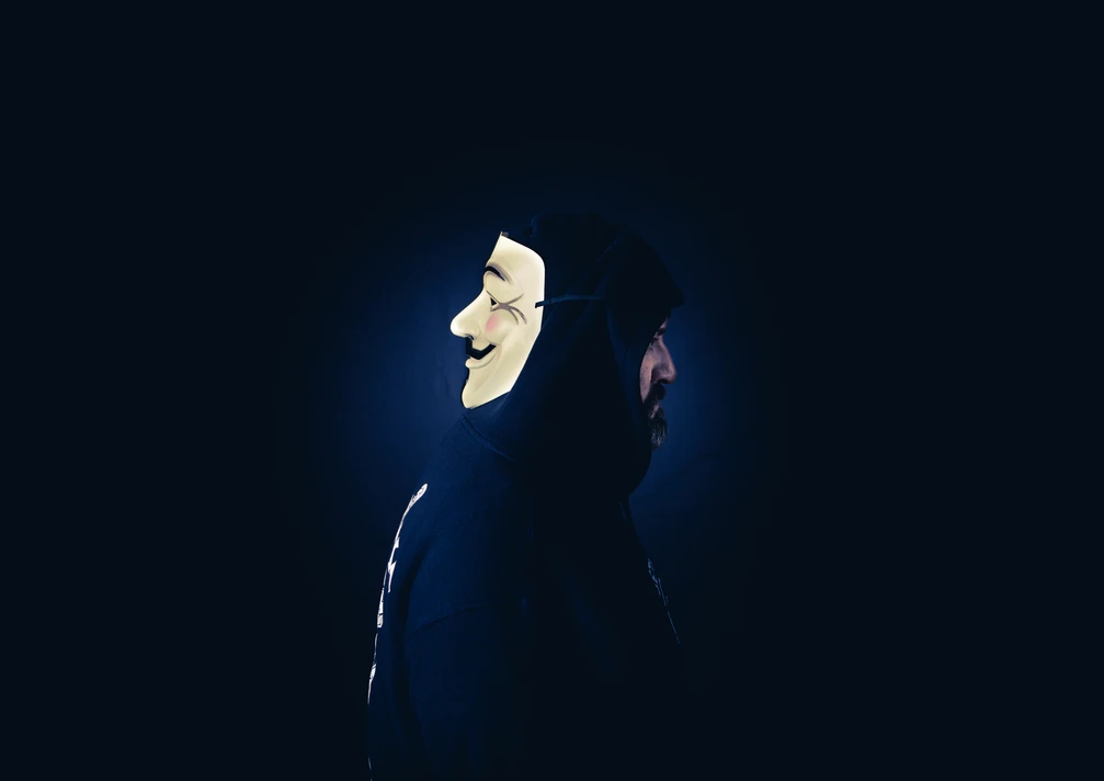 Hacker com mascara
