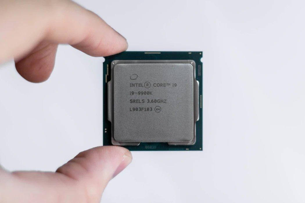 processador da intel na mão