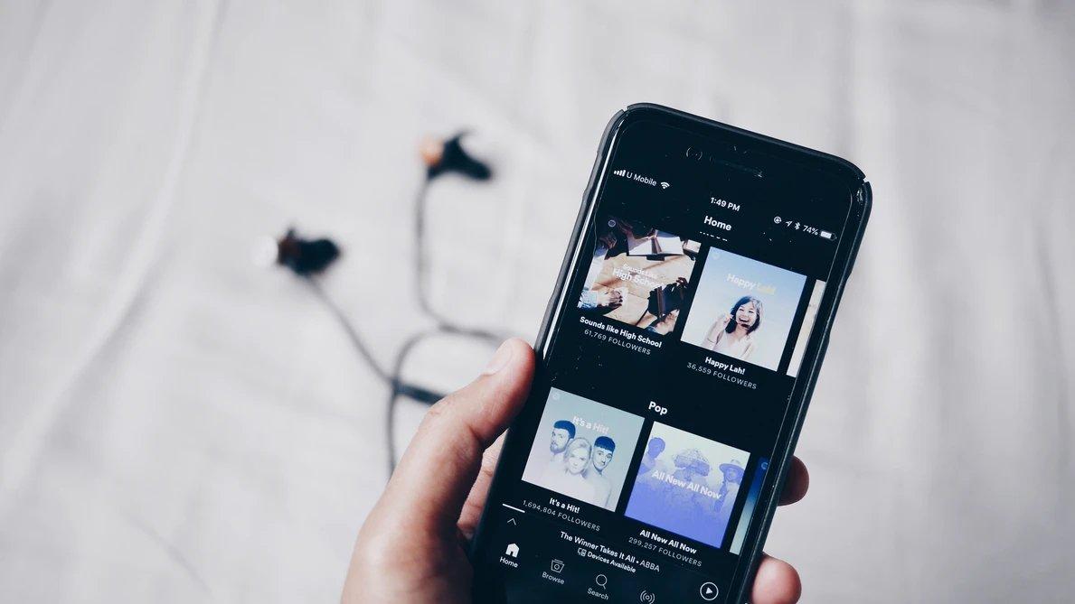 Spotify app em smartphone