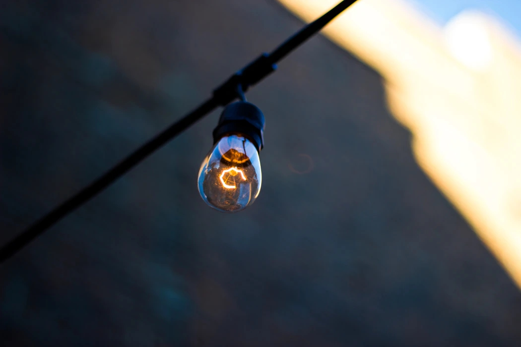Lâmpada ligada à energia